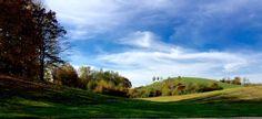 EIN TAG IM OKTOBER '15 IM AUENLAND #Jahreszeiten | #Oktober | #Laufen | Herbst | Goldene Blätter | Laub | #Nordic_Walking | Wald | Möge das Haar auf Deinen Zehen nie schütter werden! (Hobbit-Gruß). Bericht auf www.Laufinstinkt.de. Nordic Walking, Hobbit, Golf Courses, Country Roads, Outdoor, Golden Leaves, Run Happy, Augsburg, October