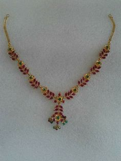 With matching kempu earrings Kids Gold Jewellery, Gold Jewelry Simple, Gold Jewellery Design, Jewelry Design Earrings, Gold Earrings Designs, Necklace Designs, Gold Haram Designs, Jewelry Model, Wedding Jewelry
