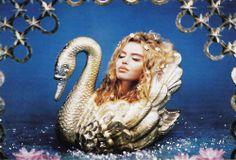 Golden swan girl. Pierre et Jules?