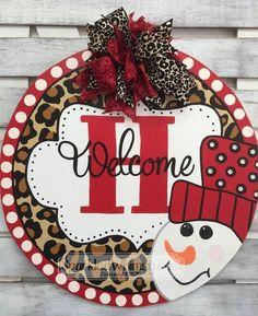 Christmas Door Hanger: Monogram Snowman Welcome Sign Snowman Decoration Christmas, Christmas Door, Christmas Signs, Christmas Projects, Christmas Time, Holiday Decor, Christmas Ideas, Christmas Doodles, Whimsical Christmas
