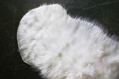 tapete branco peludo