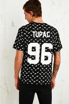 Eleven Paris Tupac Bandana Tee http://uoeur.pe/MenNewIn