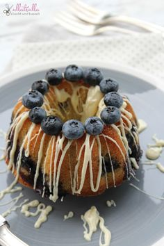 ullatrulla backt und bastelt: Yummy yummy yummy, I got love in my tummy   Gugelhupf mit Blaubeeren und weißer Schokolade