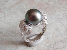 Tahitian Pearl Ring 11mm Black Pearl 18K White Gold Diamond