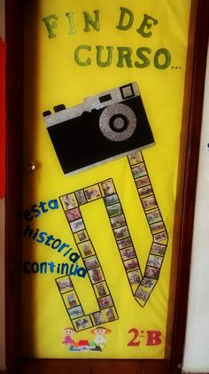 Puerta decorada del mes de julio. Fin de curso