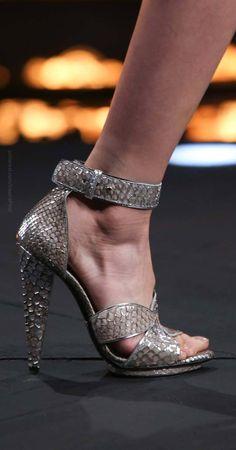 Roberto Cavalli Fall 2014 Ready to Wear. Roberto Cavalli, Jimmy Choo, Stiletto Heels, High Heels, Christian Louboutin, Pumps, Hot Shoes, Women's Shoes, Beautiful Shoes
