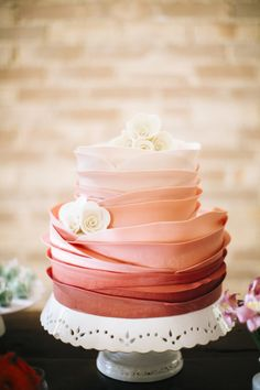 Ombre wedding cake: http://www.stylemepretty.com/destination-weddings/2014/10/02/oceanfront-wedding-in-ilhabela-brazil/ | Photography: Flavia Valsani - http://flaviavalsani.com/