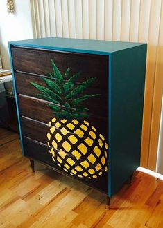 Super shiny turquoise outside +pineapple. Summer Deco, Furniture Projects, Diy Furniture, Diy Projects, Do It Yourself Decoration, Do It Yourself Furniture, Style Deco, Decoration Inspiration, Ux Design