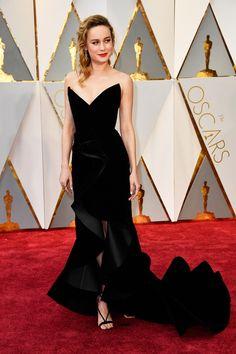 Brie Larson in Oscar de la Renta dress, Neil Lane jewelry and  Aquazzura sandals at the Oscars 2017 (3)