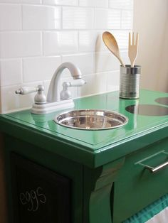 ok, I so heart this. Going to have to make it for Miss Ru. Her plastic kitchen keeps falling apart. I had a wooden kitchen when I was little. Ru loves to play in her kitchen so I KNOW this would get used a LOT!