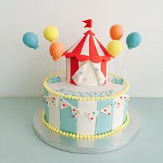 Torta circo Circus cake Carnival Cakes, Circus Cakes, Carnival Themed Party, Carnival Birthday Parties, Circus Birthday, First Birthday Parties, Birthday Party Themes, First Birthdays, Carnival Costumes