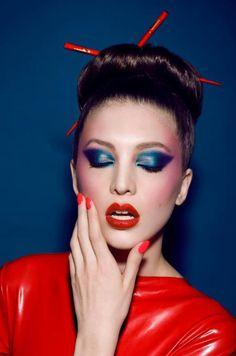 Denim and Caribbean shadows will work for this Rave Makeup, Glam Makeup, Beauty Makeup, Top Beauty, Exotic Makeup, Longer Hair Faster, Makeup Trends, Makeup Ideas, Cool Makeup Looks