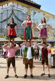 伝統衣装でビールを堪能、オクトーバーフェスト Berlin, Germany, Hipster, Beer, Europe, Girls, People, Style, Fashion