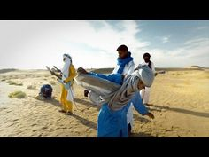 I'll get to see Tinariwen in Chicago on August Great world music from Mali! 🇲🇱🇲🇱🇲🇱 Tinariwen (+IO:I) - Sastanàqqàm Music Songs, My Music, Music Videos, Music Collage, Blues, Music Heals, Types Of Music, Sound Waves, Bright Stars