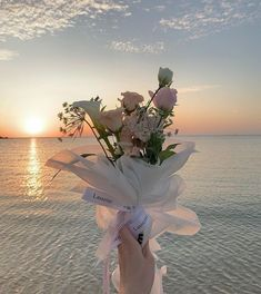 Plant Aesthetic, Aesthetic Painting, Flower Aesthetic, Aesthetic Art, Aesthetic Pictures, Beige Aesthetic, Aesthetic Fashion, Dark Flowers, Pastel Flowers