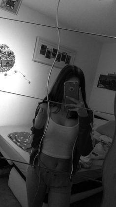mypins mirror pic, selfie poses и body photography Cute Girl Photo, Girl Photo Poses, Girl Photography Poses, Tumblr Photography, Girl Photos, Toddler Photography, Photography Studios, Flash Photography, London Photography