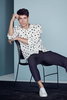See our selection of the best contemporary clothing for men who want a stylish, yet fuss-free, look. | H&M For Men