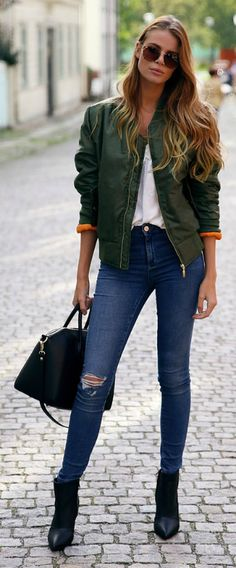 Wear your green bomber jacket with your skinnies and ankle boots. An easy look to replicate. Via Josefin Ekström Jacket: Mikkas, Top: Aeryn, Jeans: BikBok, Shoes: Jennie-Ellen, Bag: Chiquelle, Fall Outfits