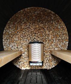 Wanddekor mit Harvia Sound in Fass-Sauna