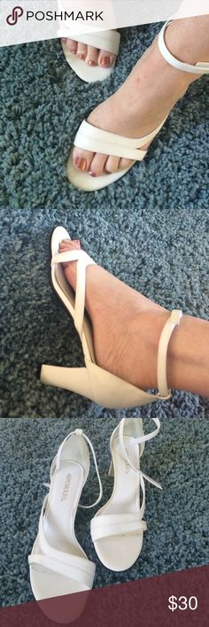 White Aerosoles Heels White Aerosoles Heels Size 8 1/2 M Excellent condition Maybe worn once AEROSOLES Shoes Heels