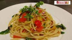 Spaghetti-con-speck-peperoni-e-basilico/