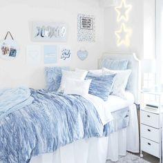 Dorm Room Designs, Room Design Bedroom, Room Ideas Bedroom, College Bedroom Decor, Cool Dorm Rooms, Girl Dorm Decor, Dorm Room Themes, Blue Room Decor, Blue Rooms