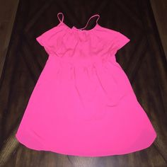 American Eagle Dress Super Cute dress with spaghetti straps that tie around the neck. Has a beautiful flowy overlay in the front and elastic waist. Also has side pockets. 100% polyester and in great condition! The color is actually a deep corral. American Eagle Outfitters Dresses Midi