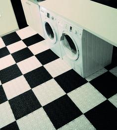 tvättstuga,plastplatta,bergoplatta,golvplatta,källare,svartvitt,bergogolv,bergoplattan