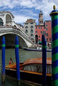 The Grand Canal and Rialto Bridge, Venice, Italy°°