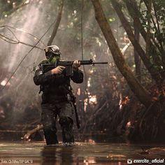 5ª lei da #Guerra na #Selva: Pense e aja como #caçador, não como caça.