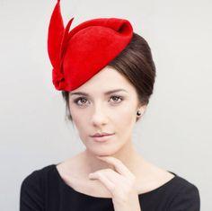Chapeau, chapeau de Cocktail - en feutre rouge bibi chapeau, vieux Hollywood Glamour, Pin Up casque, Mini chapeau, Hatinator, Mona