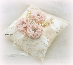 Anello cuscino portatore avorio crema oro cuscino per fedi