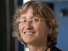 """Mireille Régnier  """"Participer à la connaissance du génome humain grâce à l'informatique me fascinait"""".  Défi : énormément de problématique à explorer où l'informatique est essentielle à l'avancée de la biologie  #Amib #Saclay"""