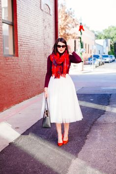 Love this white tulle skirt. Does it scream Carrie Bradshaw, wedding, or both? White Tulle Skirt, Tulle Dress, Dress Skirt, White Dress, Simple Work Outfits, Autumn Winter Fashion, Winter Style, Fall Dresses, Dress Me Up