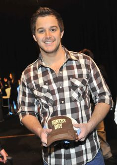 Easton Corbin can't believe I'm gonna see him with my girls.