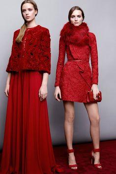 Elie Saab Pre-Fall 2015 Fashion Show - Agne Konciute, Esther Heesch Red Fashion, Fashion Week, Runway Fashion, High Fashion, Fashion Show, Autumn Fashion, Fashion Design, Fashion Trends, Fashion Coat