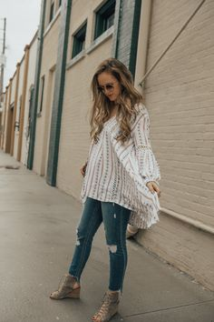 3550e5d2819 Casual maternity outfit styled with high low boho top