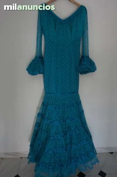 . se vende traje de flamenca de plumeti color verde agua con flecos cortos y pasa cintas con encajes. Las mangas son transparente. El traje esta seminuevo, puesto tan solo 2 veces.  hecho a medida talle 36-38.