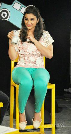 Parineeti Chopra hot and sexy looks Bollywood Actress Hot Photos, Indian Bollywood Actress, Indian Actress Hot Pics, Bollywood Girls, Beautiful Bollywood Actress, Bollywood Fashion, Indian Actresses, Bollywood Bikini, Beautiful Girl Indian
