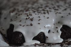 """Hvor mange """"Verdens Bedste Chokoladekager"""" kan man have på en blog? Kan den ene stikke den anden og kan der være 2 på førerskamlen? I dag skal du høre om en LÆKKER chokoladekage, der også kandiderer til """"Verdens Bedste"""""""