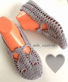 Patik Crochet Sandals, Crochet Art, Crochet Slippers, Crochet Stitches, Crochet Patterns, Knit Shoes, Sock Shoes, Crochet Hooded Scarf, Knitting Videos