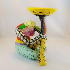 Handbemalte, sitzende Frauenskulptur  Verwendbar als Kerzenhalter, für Schmuck, für Duftöle……..oder natürlich als tolles Dekoobjekt!  Die Figur ist aus Polyresin gefertigt und von Hand mit leuchtenden, kräftigen Farben bemalt.  Höhe ca. 17 cm #JOY #Einzelstücke #Frauenskulptur #skulptur #bunt #handbemalt #Polyresin #Dekoration #unikat #Geschenk #Geschenkidee #gift #freudeschenken #Decoration #decoratie #handpainted #womansculpture #sculpturefemme #sculpture #colorful #unique #love #lifestyle Joy Shop, Bunt, Pottery, Gifts, Gift Ideas, Diy, Fathers Day, Marriage Anniversary, Wood Carving