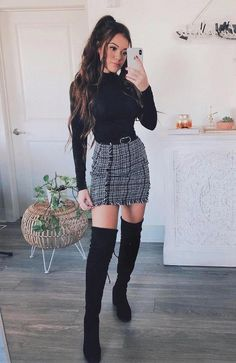 Frayed Trim Plaid Tweed Skirt Plaid skirt outfits ideas what to wear plaid skirts Casual Summer Outfits, Classy Outfits, Chic Outfits, Trendy Outfits, Winter Outfits With Skirts, Outfits With Boots, Cute Skirt Outfits, Outfits With Turtlenecks, Outfit With Skirt