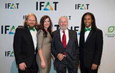 Unser Schirmherr Ernst Ulrich von Weizsäcker mit Torsten, Marilyn und Patrick bei den GreenTec Awards