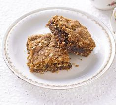 Date & apple squares : BBC Good Food : notes, reduce total sugar to 220g, butter to 180g, bicarb 3/4 teaspoon.