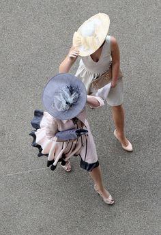 Ana Rosa. Ladies in hats. Modest dress. Heels.
