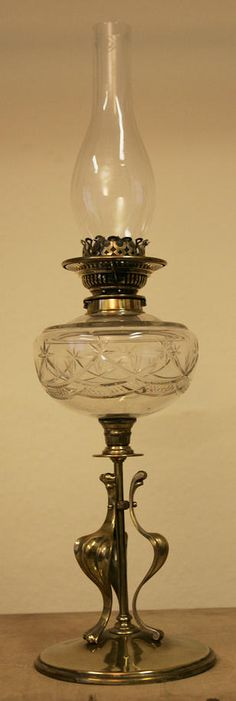 An Arts and Crafts brass paraffin lamp, circa 1910