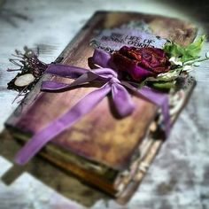 I need to find the time to start writing again… Even if no one ever reads the words, it's the perfect way for me to release feelings instead of bottling them up. Old Books, Vintage Books, Antique Books, Book Flowers, Dried Flowers, Start Writing, Book Nooks, I Love Books, Ana Rosa