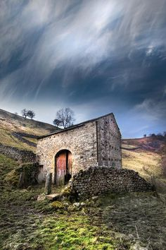 hill barn by DavidHobcote #photo