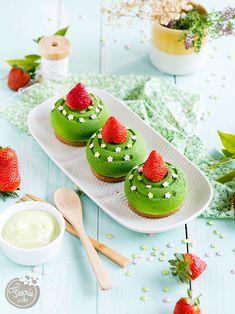 Mini desert od slame od jagoda i limuna - torta Féerie Dessert Simple, Food Drawing, Easy Desserts, Cantaloupe, Panna Cotta, Watermelon, Muffins, Chocolate, Ethnic Recipes